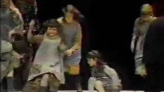 The original Broadway cast of Annie performs at the 1977 Tony Awards