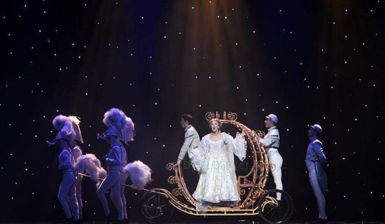 Cinderella carriage - set rental - Front Row Theatrical - 800-250-3114