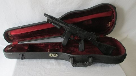 BONNIE AND CLYDE - GANGSTER MACHINE GUN AND OTHER PROPS AVAILABLE