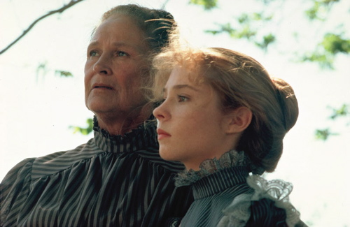 Marilla (Colleen Dewhurst) and Anne (Megan Follows) eventually become close, despite their differences
